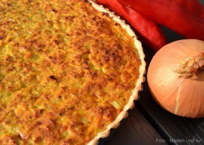 Grov tærte med gulerod, forårsløg, timian og sennep…