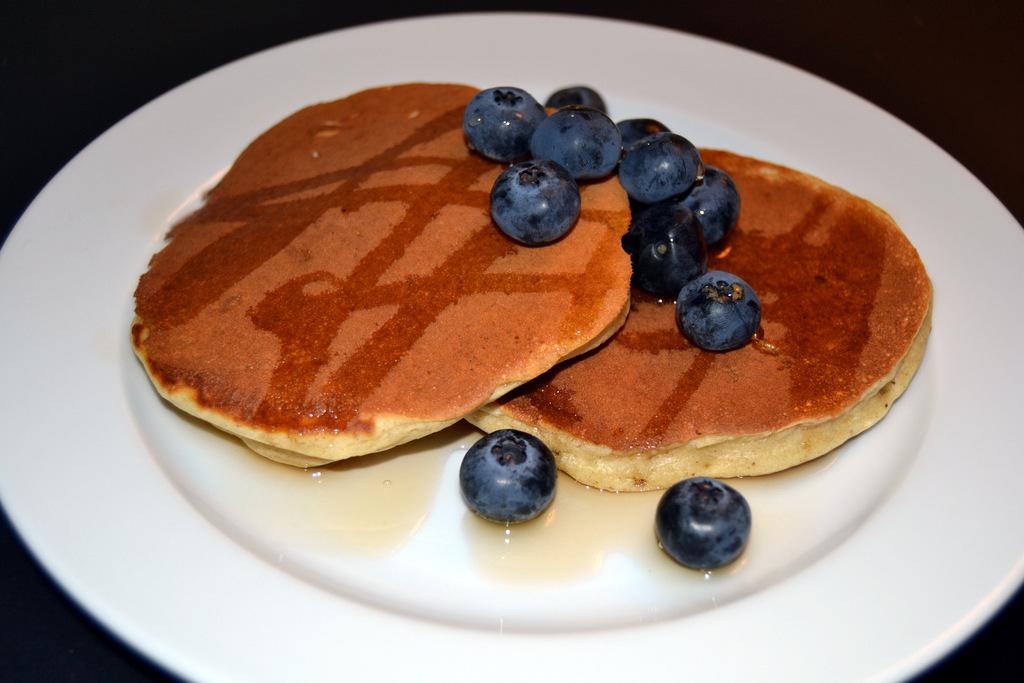 Amerikanske pandekager med blåbær og ahornsirup…