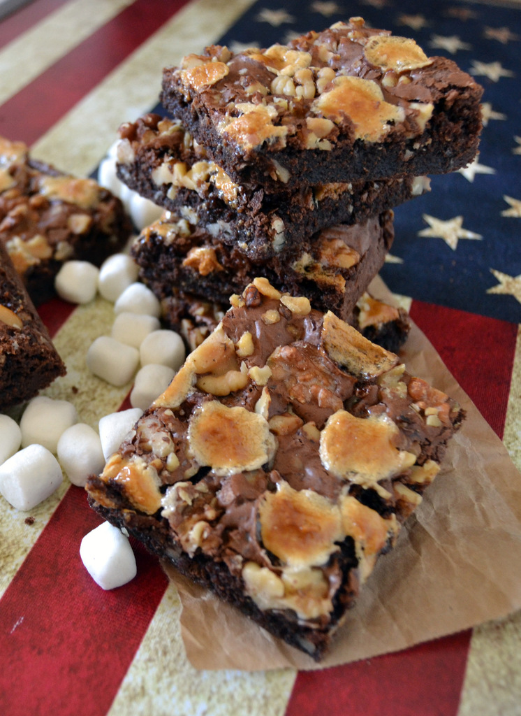 Chokoladebrownies med valnødder og marshmallows…