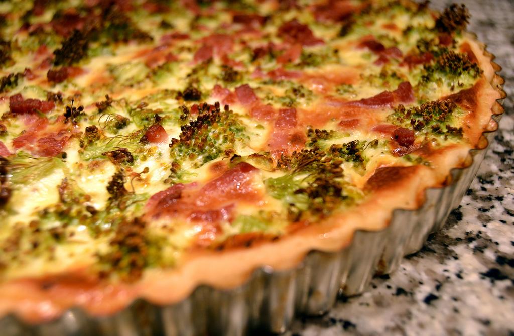 Den nemmeste broccolitærte med bacon…