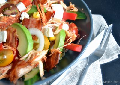 Suveræn Cobb Salad med pulled chicken…