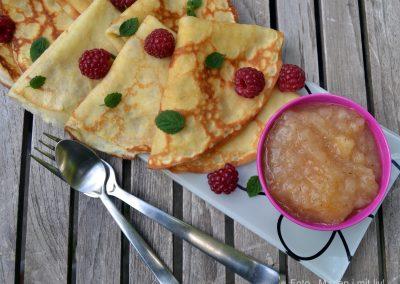 Vanilleprikket æblekompot og luftige pandekager…