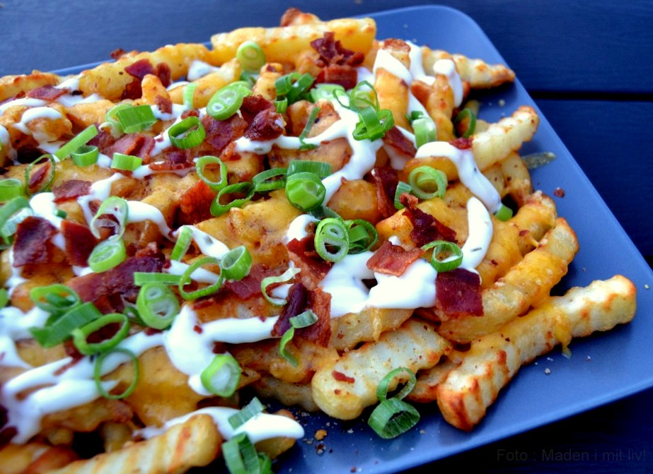 chili cheese fries med cheddar og bacon