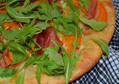 Pizza med hokkaidogræskar, serranoskinke og rucola…