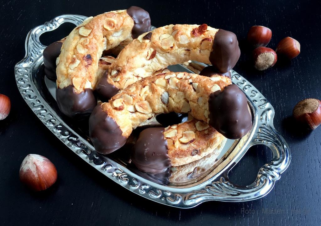 konfekt med marcipan nougat mandler