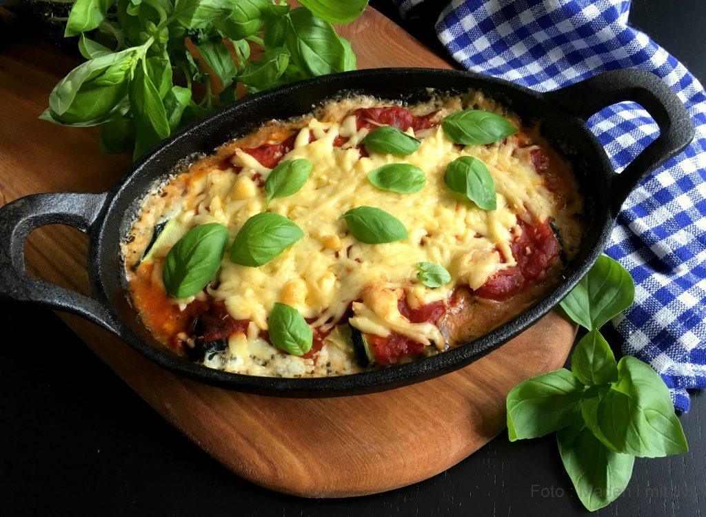 squashruller med hytteost og tomat