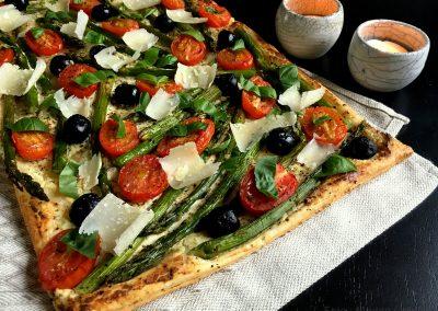 Skøn tærte med asparges og tomater…