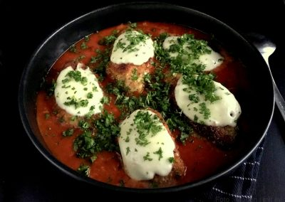 Chicken parmigiana (parmesan kylling)…