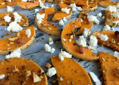 Bagt græskar med timian, feta og mandler…