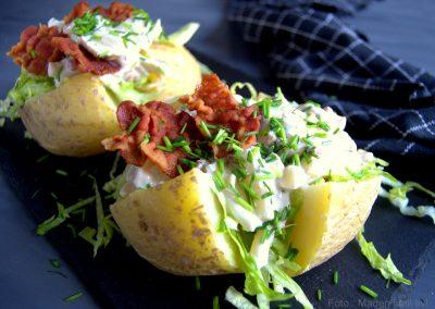 Bagte kartofler med kyllingesalat…