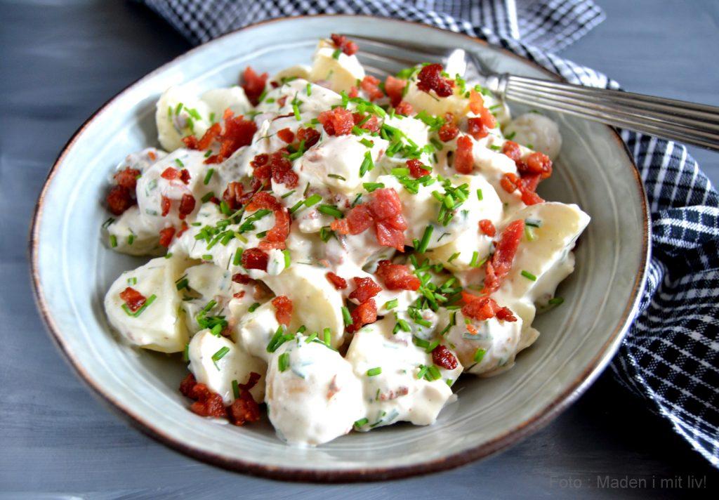 747613b21e9 En anden variation over den klassiske kartoffelsalat er denne her udgave  med kylling og bacon. Forrygende lækker på en lun sommeraften og helt  perfekt til ...