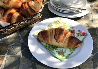 Hjemmebagte croissanter med marcipan…
